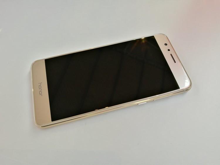 Huawei Honor 8 Premium : le vrai look premium, mais des caractéristiques quasiment inchangées