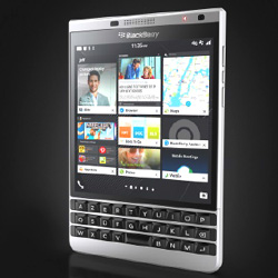 Le BlackBerry Passport Silver Edition est disponible chez colette