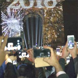 Nouvel an, les SMS sont détrônés par les réseaux sociaux