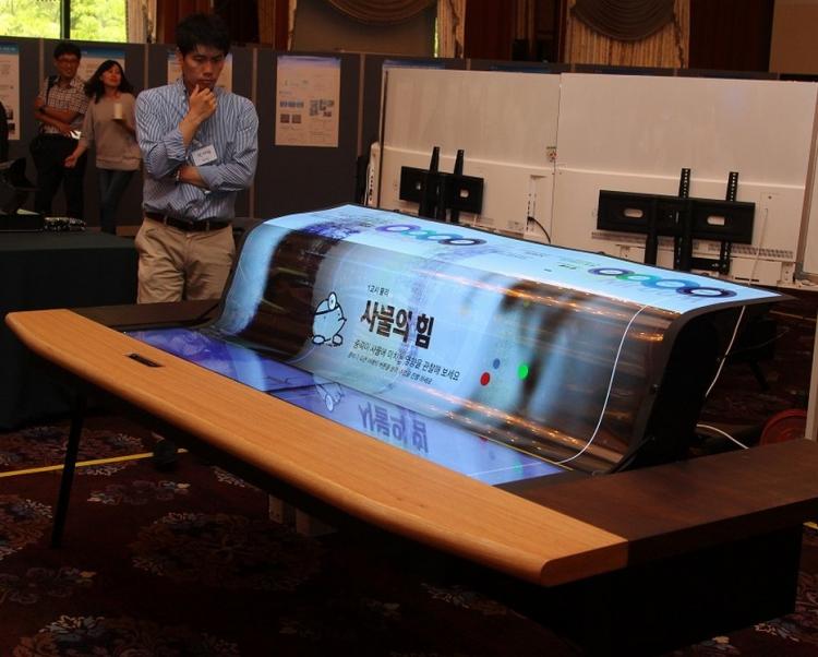 LG Display présente un prototype d'écran géant 4K, flexible et transparent