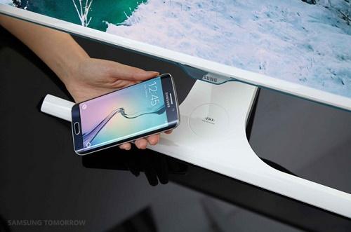 L'écran Samsung SE370, l'écran qui recharge votre mobile