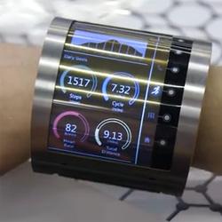 Un prototype d'écran flexible au poignet est présenté par FlexEnable